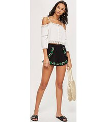 crinkle flower embroidery shorts - black