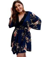 una línea de vestido de las mujeres de cintura media con cuello en v maxi
