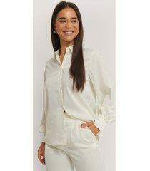 na-kd skjorta med ballongärm - white