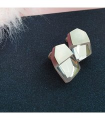 geometryczne kolczyki z lustrem