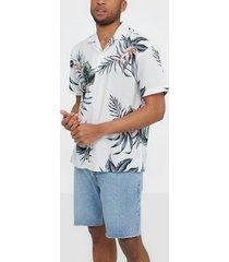premium by jack & jones jprblaholiday resort shirt s/s rela skjortor vit
