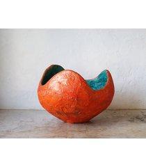 pomarańczowo-turkusowa doniczka z betonu