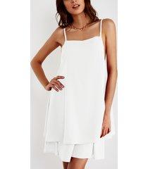 vestido blanco con tirantes ajustables cuello sin mangas