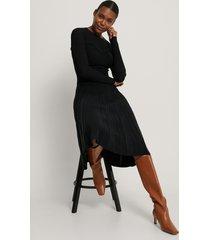 na-kd trend stickad klänning med struktur - black