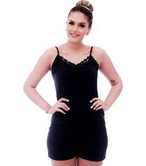 short doll ficalinda de blusa alça fina preta com renda guipir preta no decote e short preto.