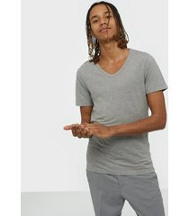 jack & jones jjebasic v-neck tee s/s noos t-shirts & linnen grå