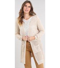 capa feminina longa em tricô com vazados e bolsos bege