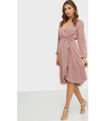 nly trend wrapped midi dress skater dresses dusty rose