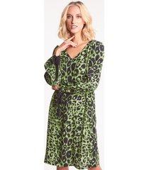 zielona sukienka w cętki delva