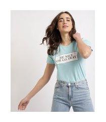 "t-shirt feminina mindset be nice or go away"" manga curta decote redondo azul claro"""