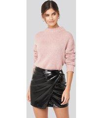 adorable caro x na-kd patent overlap mini skirt - black