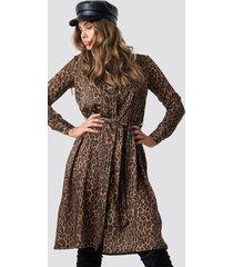 na-kd trend leopard print satin dress - brown