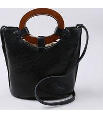 bolsa feminina balde tote média com argola de madeira e alça transversal preta