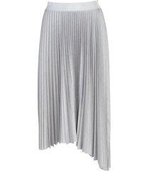 plain pleated skirt