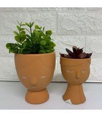 conjunto de vaso rosto mulher com plantas
