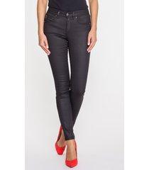 czarne, woskowane jeansy z wąską nogawką adele