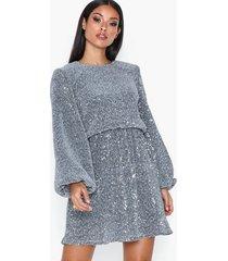 nly trend balloon sleeve sequin dress paljettklänningar