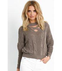 sweter z dekoldem