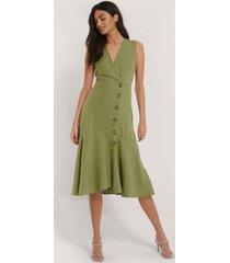 trendyol klänning med knappdetaljer - green