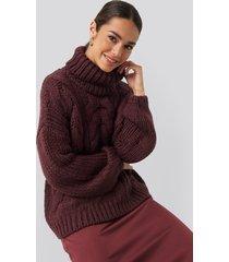 na-kd trend tjock kabelstickad tröja med hög krage - burgundy