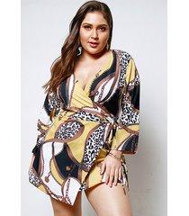 vestido de diseño cruzado con estampado de bufanda de talla grande