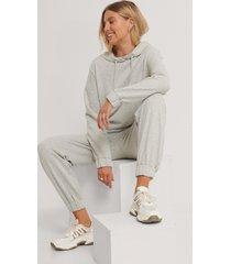 emilie malou x na-kd sweatpants - grey