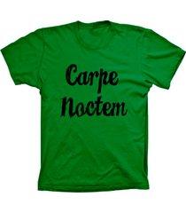 camiseta lu geek manga curta carpe noctem verde