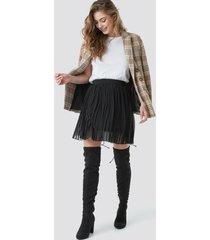 na-kd pleated mini skirt - black