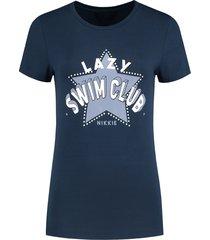 donkerblauw dames t-shirt nikkie - lazy swim club t-shirt - n6-368 1904 7800
