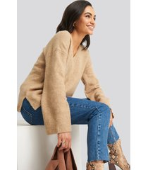 na-kd trend alpaca knitted v-neck sweater - beige