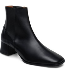 cicoria black vacchetta shoes boots ankle boots ankle boots with heel svart atp atelier
