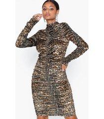 parisian leopard high neck rouched dress fodralklänningar