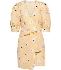 celestina wrap dress 13092 kort klänning gul samsøe samsøe