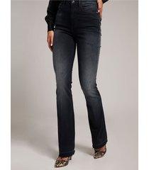 denimowe spodnie fason flare