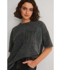 na-kd trend ekologisk t-shirt med manhattan tryck - black