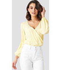 na-kd balloon sleeve short blouse - yellow