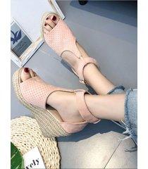 elegante cuña peep toe con hebilla metálica sandalias