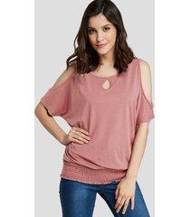rosa camiseta con dobladillo fruncido con hombros descubiertos