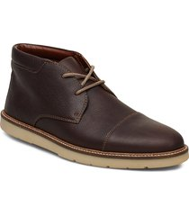 grandin top desert boots veterschoenen bruin clarks