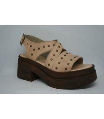 sandalia marrón enygmatis
