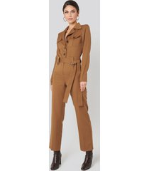 na-kd trend front pocket tied waist jumpsuit - brown