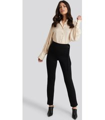 na-kd side tie elastic waist pants - black