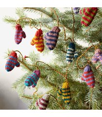 striped tiny mittens garland