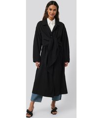 na-kd trend tie front trench coat - black