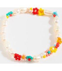 women's julieta floral pearl beaded bracelet in multi by francesca's - size: one size