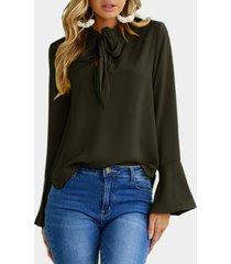 blusa de gasa con mangas acampanadas verde negruzco diseño