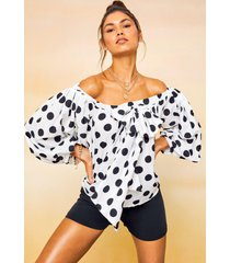 gesmokte top met oversized strik en stippen, wit