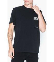 neuw equalize tee t-shirts & linnen svart