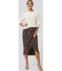 na-kd trend printed overlap mesh skirt - brown