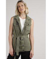 colete de sarja feminino longo com bolsos e faixa para amarrar verde militar